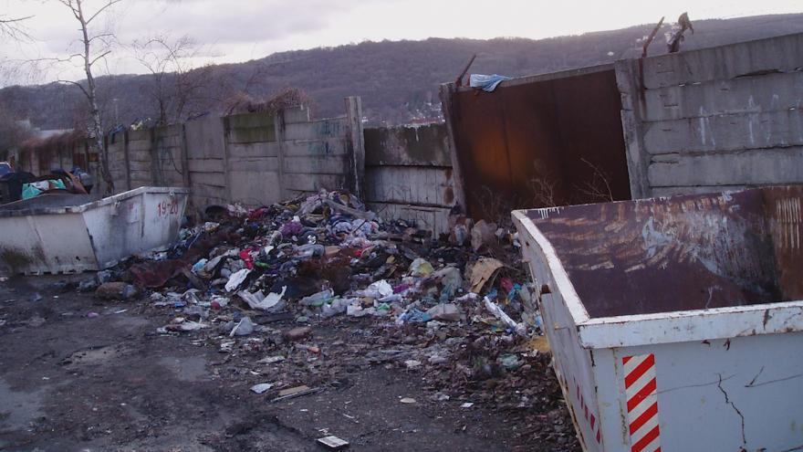 Video Události v regionech: Ve vyloučené lokalitě v Ústí nad Labem se hromadí odpadky