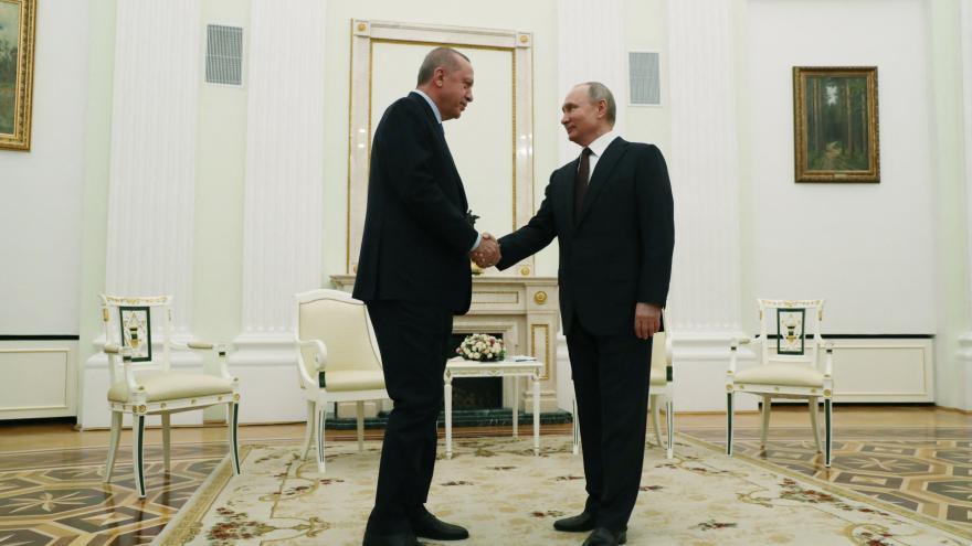 Video Události: Erdogan se s Putinem dohodl na příměří