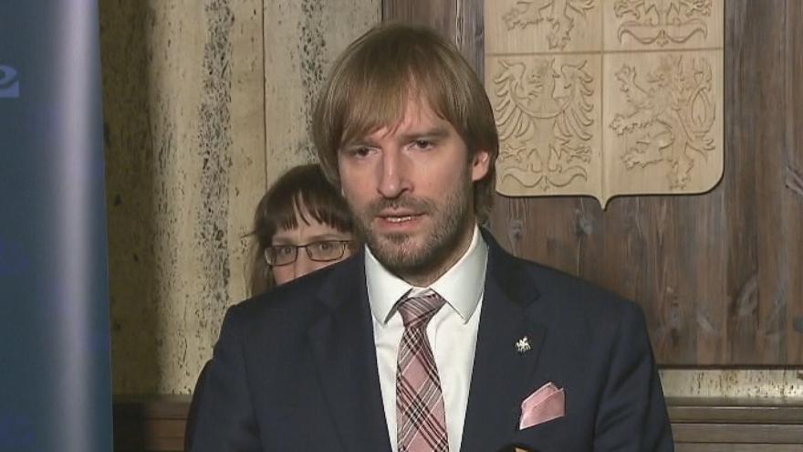 Video Tisková konference ministra zdravotnictví Adama Vojtěcha (ANO) o momentální situaci kolem koronaviru