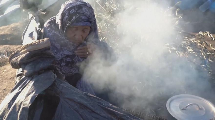 Video Frustrace v řeckých uprchlických táborech roste. Atény dál posilují ostrahu