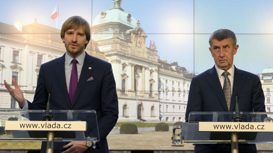 Video Reportéři ČT: Stát nakupoval od podivných firem