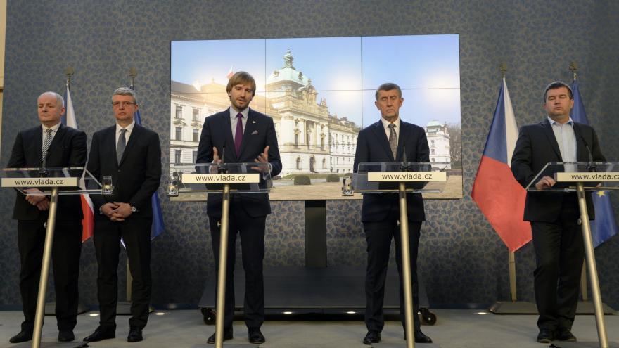 Video Mimořádný brífink ministra zdravotnictví Adama Vojtěcha a předsedy vlády Andreje Babiše k vývoji koronaviru