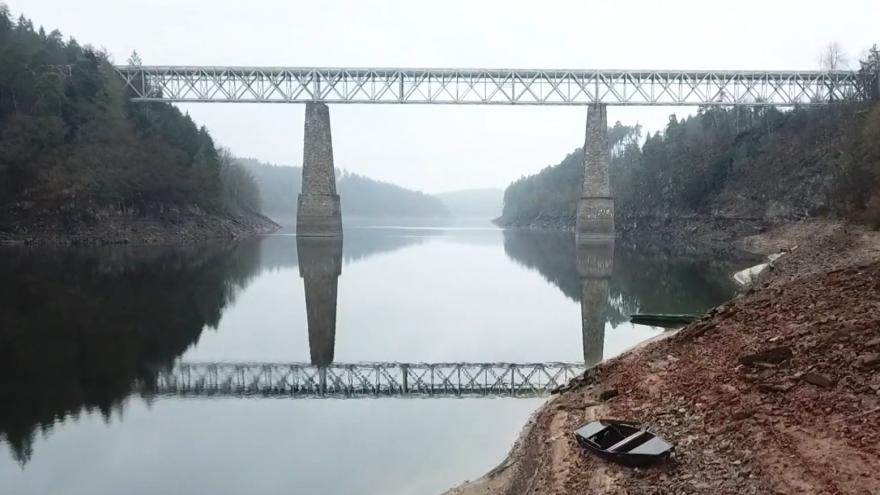 Video Vyčištěný Orlík je opět plný. Do zatopených vesnic se vraceli pamětníci