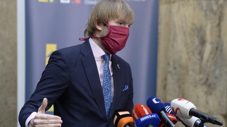 Video Brífink ministra zdravotnictví Adama Vojtěcha 6. dubna