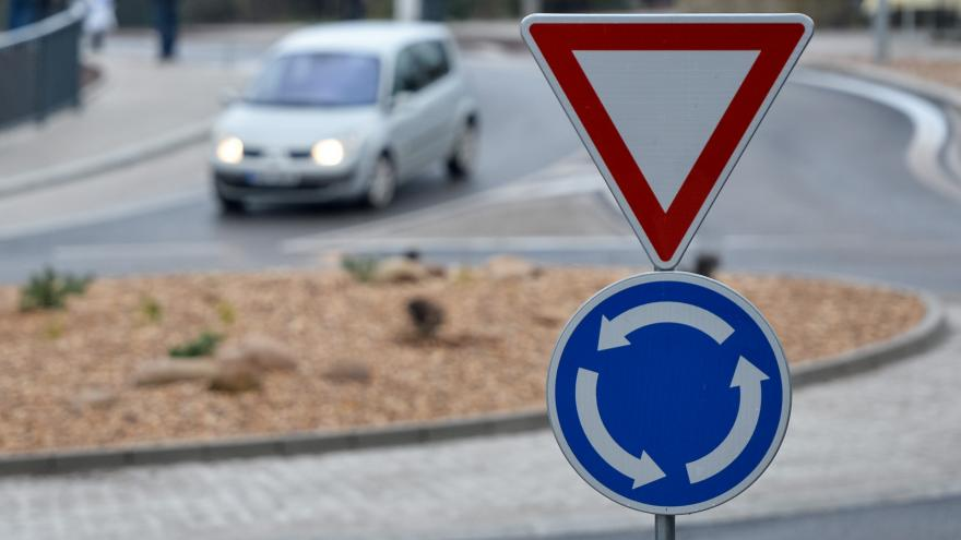 Video Události ČT: Značek je u silnic v Česku