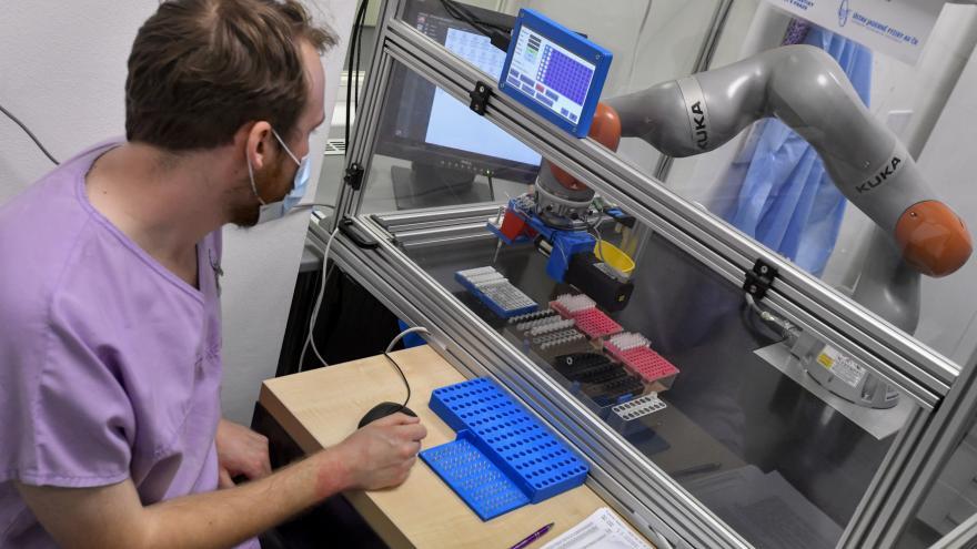 Video Robot Pipeťák z Bulovky
