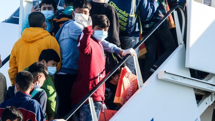 Video Události ČT: V Německu přistálo letadlo se 47 nezletilými uprchlíky z Řecka