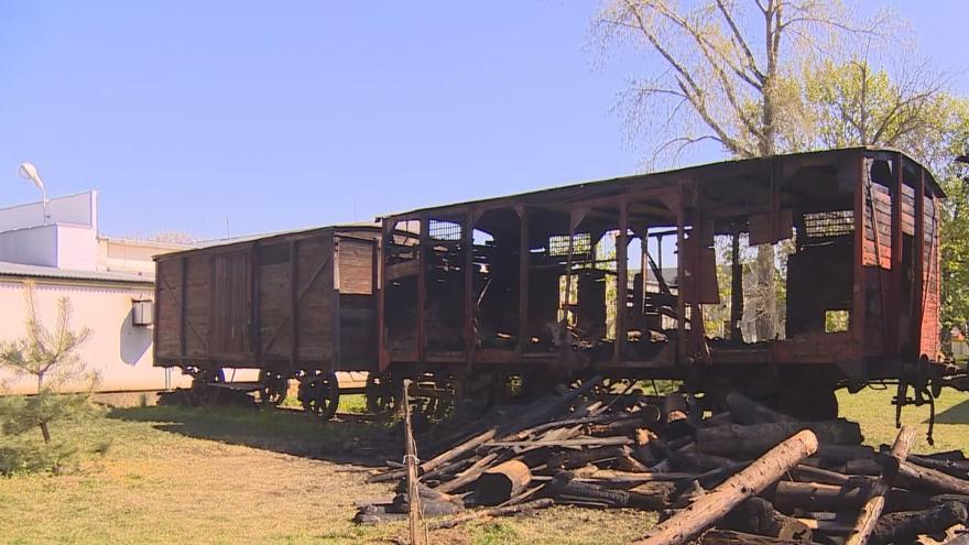 Video Požár v železničním muzeu v Jaroměři. Vandalové zapálili historický vagón