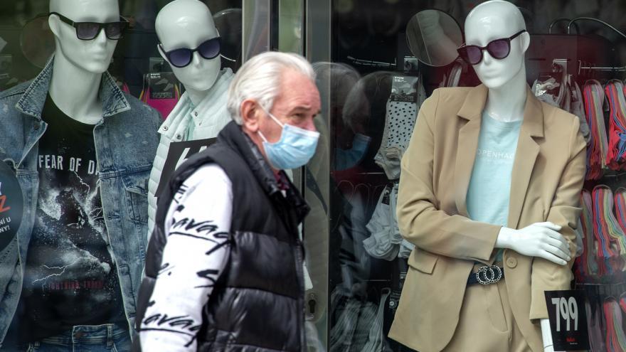 Video Události: Francouzi musí nosit roušky v obchodech