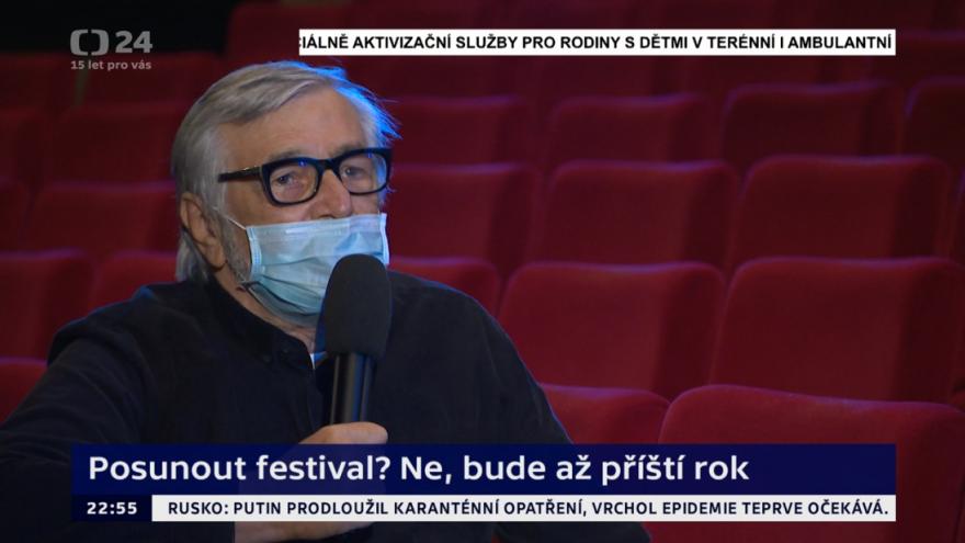 Video Události, komentáře: Rozhovor s Jiřím Bartoškou o přeložení 55. ročníku karlovarského festivalu