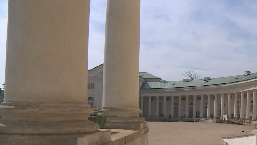 Video Venkovní prostory památek jsou otevřeny. Na interiéry si návštěvníci počkají
