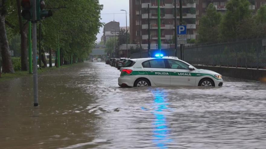 Video Část Milána pod vodou. Řeka Seveso se po vydatných deštích vylila do ulic
