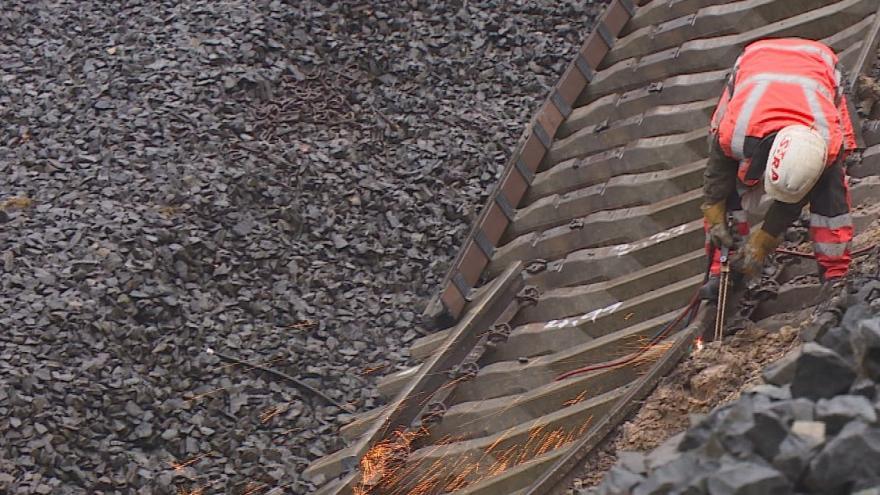 Video Rekonstrukce trati na Karlovarsku potrvá kvůli sesuvu půdy celý rok
