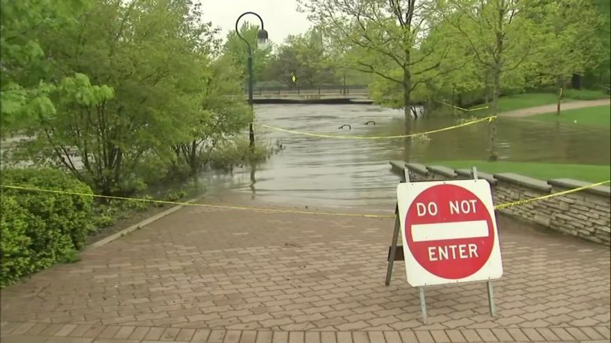 Video Chicago a okolí pod vodou. Přívalové deště vyřadily i elektřinu