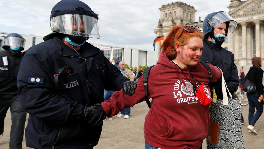 Video Události: Protesty proti opatřením německé vlády