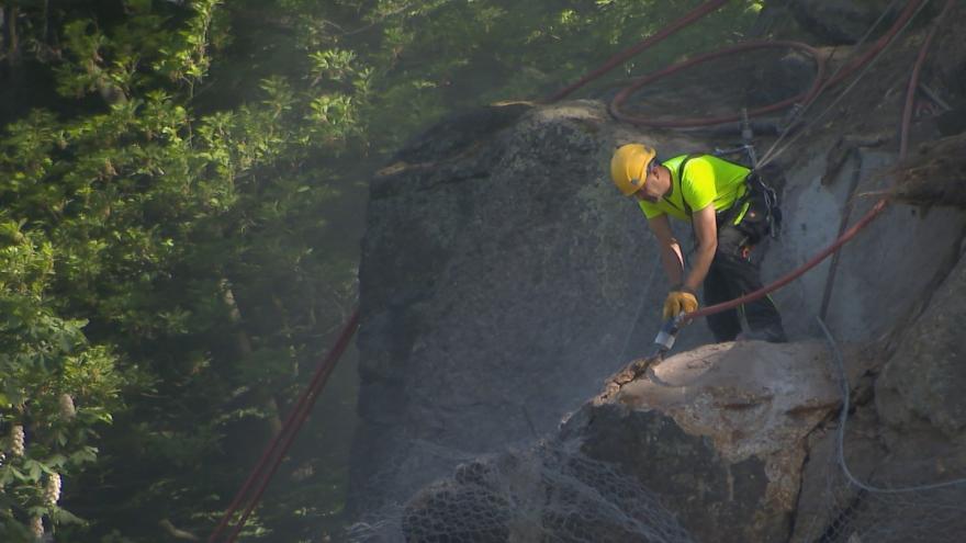 Video Karlovy Vary se vypořádaly s nebezpečnými skalními převisy
