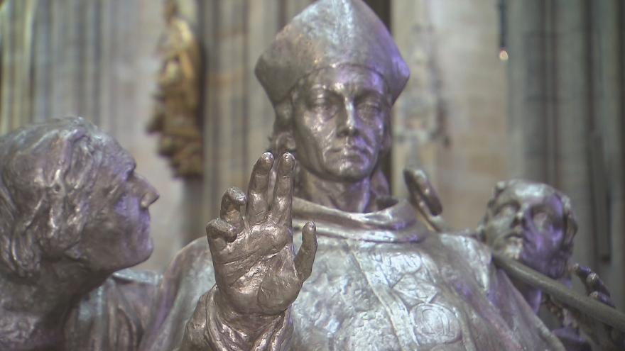 Video Spor o sousoší ve svatovítské katedrále. To je vystavováno i přes zákaz