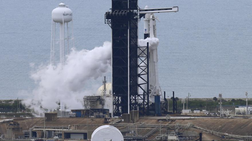 Video Události ČT: Start kosmické Crew Dragon se odkládá kvůli špatnému počasí
