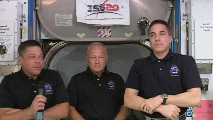 Video Brífink austronautů z ISS