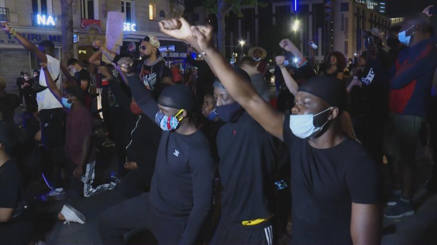 Video Protesty proti policejnímu násilí se šíří. V Paříži se střetly s policií stovky lidí