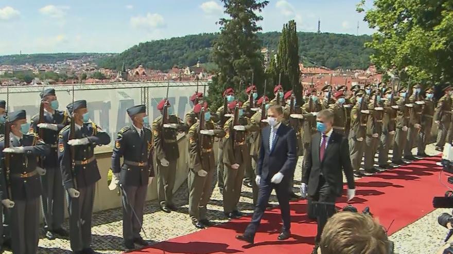 Video Příjezd slovenského premiéra Igora Matoviče ke Kramářově vile