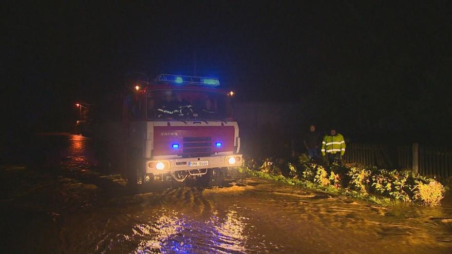 Video Voda zaplavila desítky domů i aut.  Jeden člověk při povodních zemřel