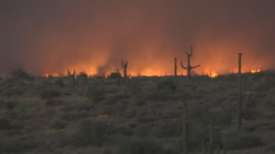 Video Silný požár se šíří Arizonským národním parkem. Podle úřadů za něj může člověk