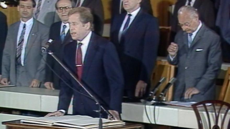 Video Václav Havel opět prezidentem