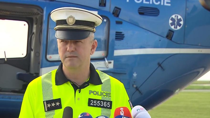 Video Brífink policie o bezpečnosti na silnicích a dálnicích