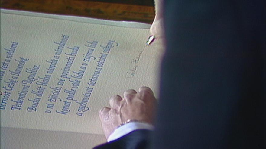 Video Václav Havel Federálním shromážděním znovuzvolen prezidentem