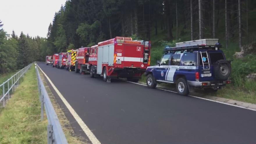 Video Srážka vlaků na Karlovarsku. Na místě zasahuje vrtulník