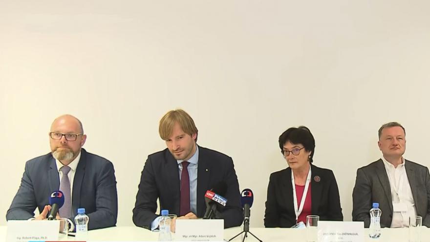 Video Brífink ministra školství Plagy a ministra zdravotnictví Vojtěcha na téma Věda a výzkum v boji s pandemiemi