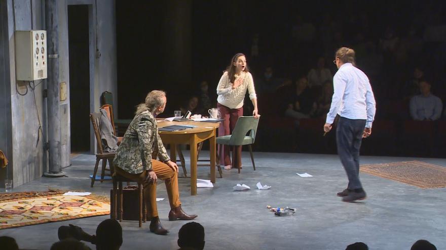 Video Divadelní hra Vlastníci míří za hranice. V Polsku ji uvedou jako první premiéru po covidové pauze