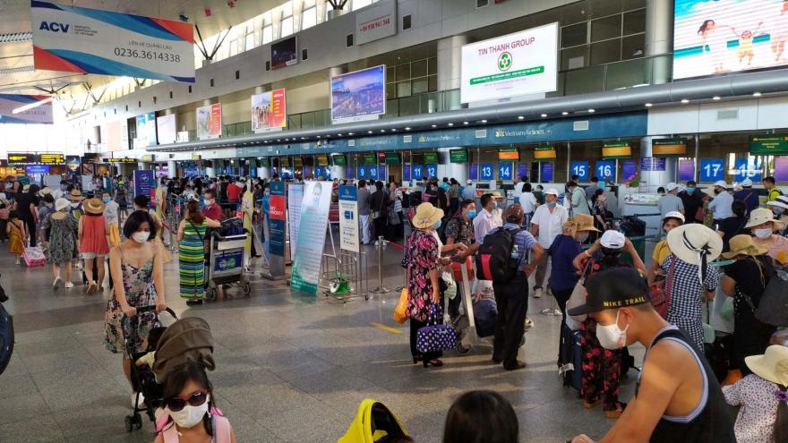 Video Události: Turisté opouštějí vietnamský Danang