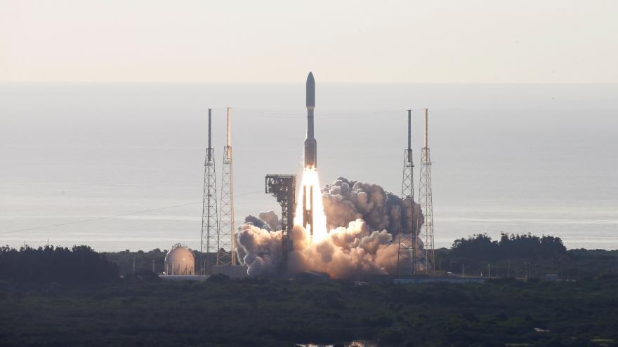Video Start rakety Atlas V, která nese do vesmíru robotické vozítko Perseverance