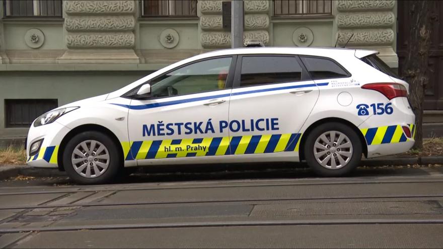 Video Spor pražského strážníka, jehož rodina se nakazila covidem-19, pokračuje