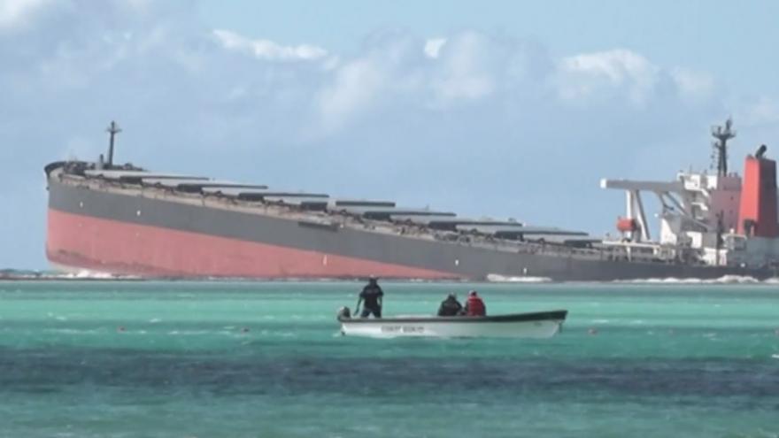 Video Pláže ostrova Mauricius ohrožuje ropná skvrna. Odborníci mluví o ekologické katastrofě