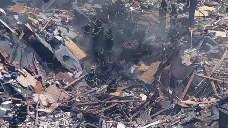 Video Vzdušné záběry hasičů a záchranářů po výbuchu v americkém Baltimoru