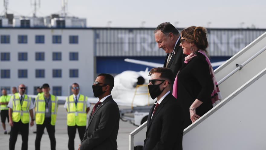Video Americký ministr zahraničí Mike Pompeo přiletěl do Prahy