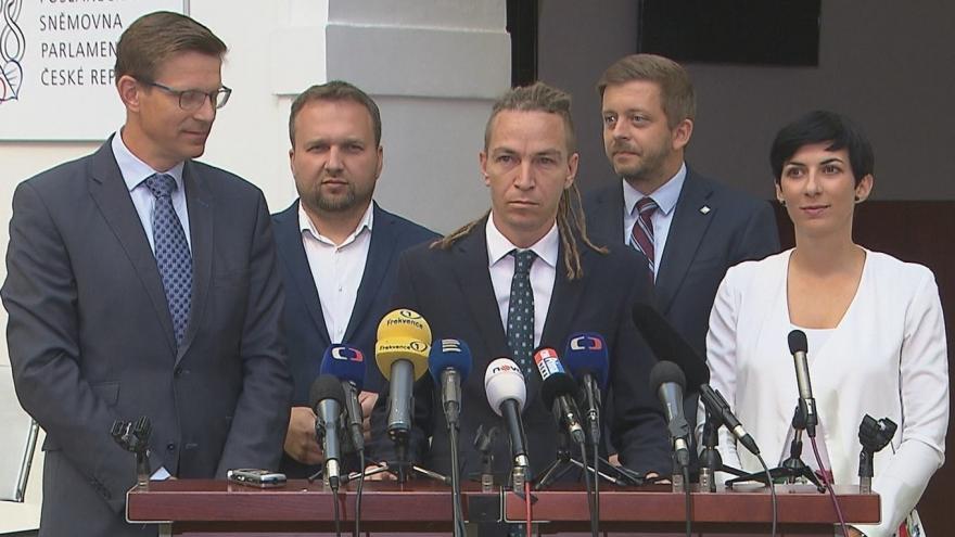 Video Tisková konference opozičních lídrů ke stavebnímu zákonu
