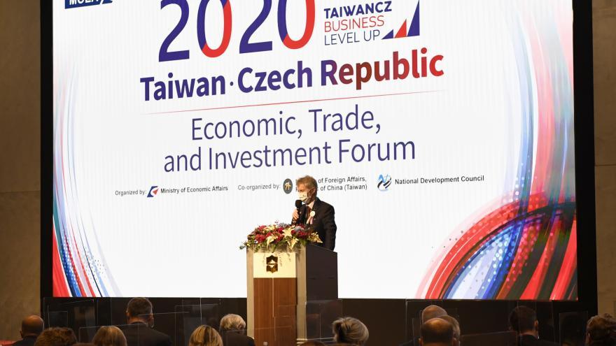 Video Podnikatelé požadují obnovení politických misí do zahraničí, zvyšují podle nich export