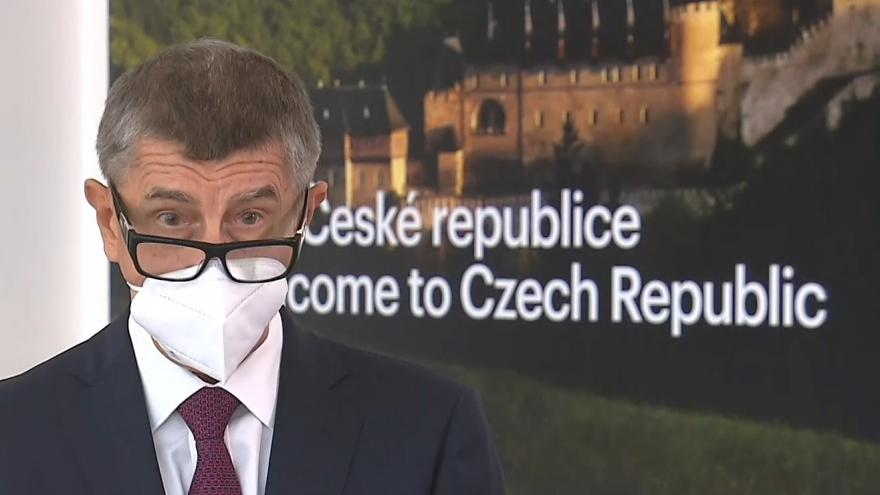 Video Premiér Babiš před odletem na summit V4 z 11. září