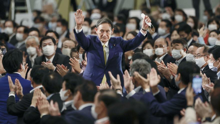 Video Události: Novým japonským premiérem bude dosavadní mluvčí vlády Suga