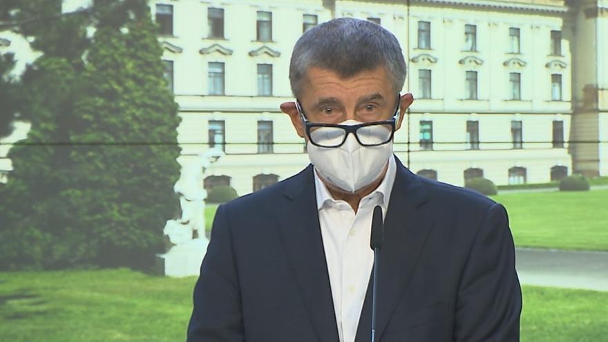 Video Premiér a ministr zdravotnictví vyzvali na mimořádném brífinku k dodržování nových opatření