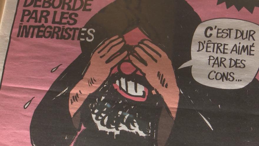 Video V Paříži začala výstava kontroverzního kreslíře Cabuta. Ten byl před pěti lety zavražděn při atentátu na redakci Charlie Hebdo