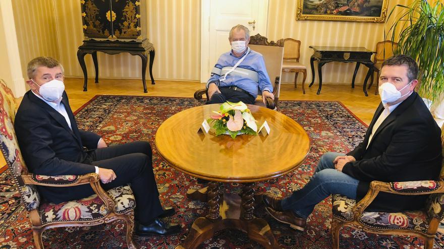Video Andrej Babiš a Jan Hamáček na jednání s prezidentem v Lánech