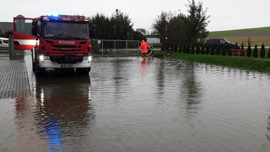 Video Východ republiky zasáhla velká voda. Přibývá třetích povodňových stupňů