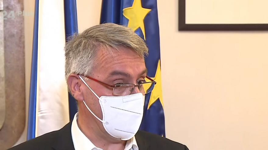 Video Brífink ministra obrany Metnara k výstavbě provizorních nemocnic