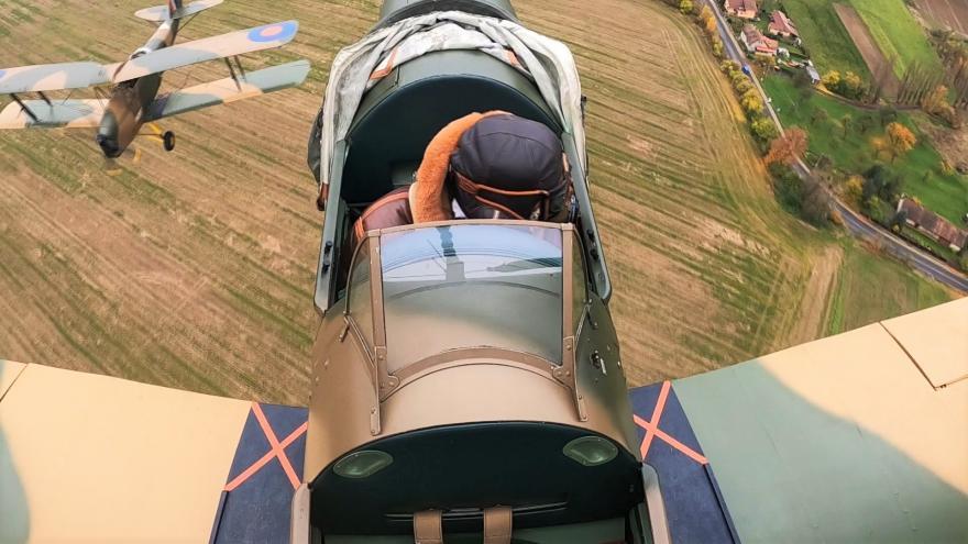 Video Pieta ve vzduchu. Piloti připomněli oběti nacistů