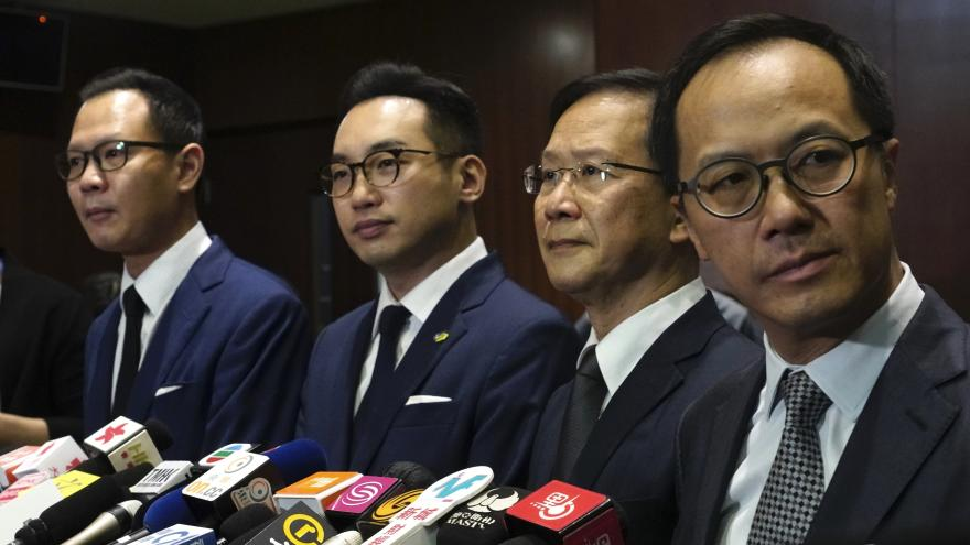 Video Události: Odvolaní hongkongští poslanci